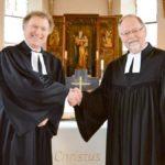 Verabschiedung von Pfr. Dr. Thomas Knöppler in Westgartshausen am 28.03.2016. Links Pfarrer Thomas Knöppler, rechts Dekan Winfried Dalferth